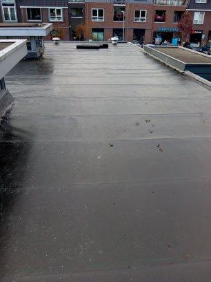 Dak met ecb dakbedekking opeen winkeldakin winkelcentrum Hamershof door de dakspecialist Leusden