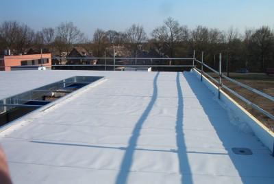 een bedrijfshal met Koter TPO dakbedekking door de dakdekker uit Amersfoort